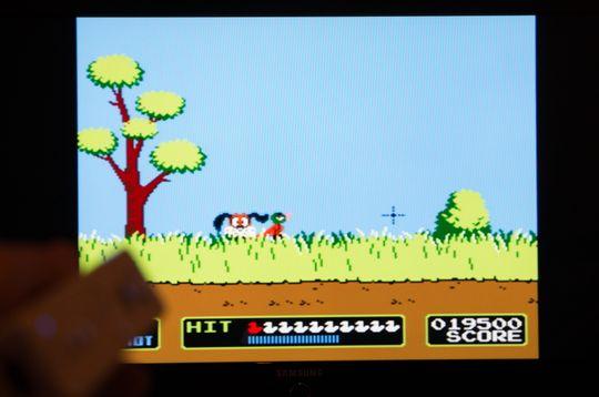 Her ser du Duck Hunt spilt, med Wii-mote som «zapper»-pistol.