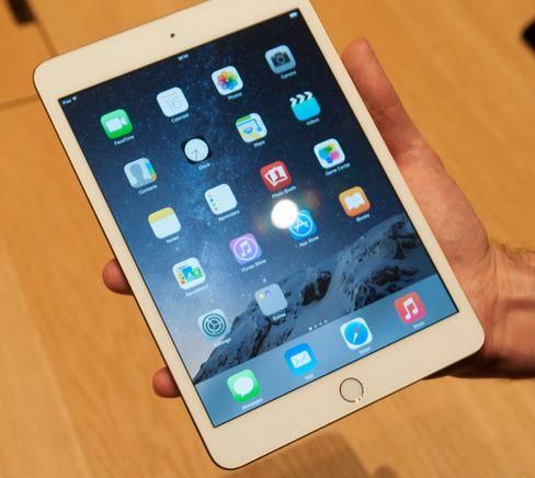 iPad Mini 3 har fått Touch ID-sensor, men er ellers likt nettbrettet vi kjenner fra før. Det innebærer også en skjerm som reflekterer mer lys enn den du finner i iPad Air 2. Å vise akkurat hvor stor forskjellen er på bilder er imidlertid ikke så lett.