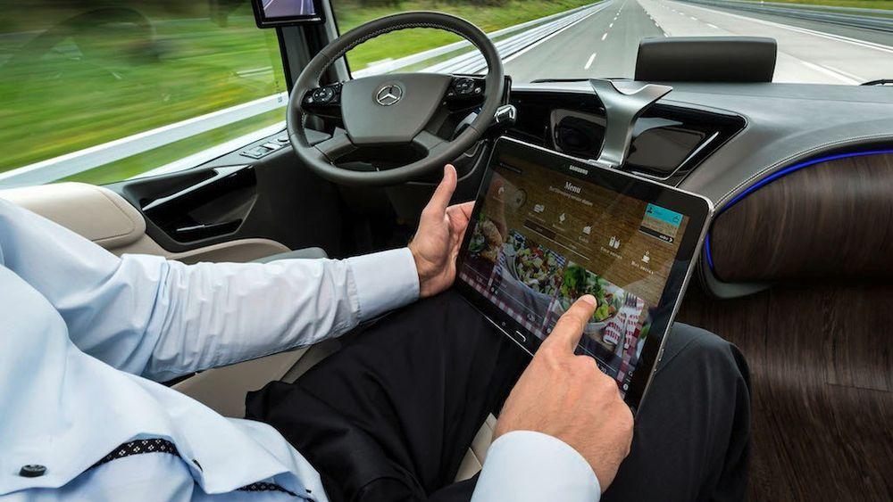 Med selvkjørende biler blir det lov til å konsentrere seg om andre ting
