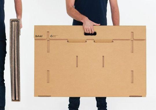Skrivebordet skal være praktisk å bære rundt på, derav formen og håndtaket.