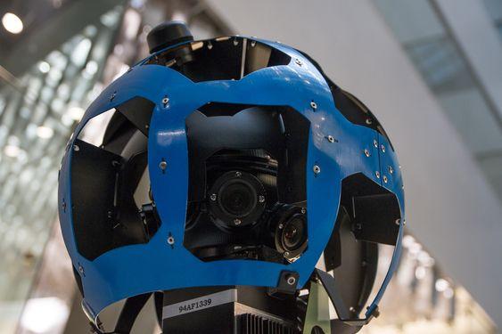 15 kameraer vinklet i forskjellige retninger fanger alle omgivelsene.