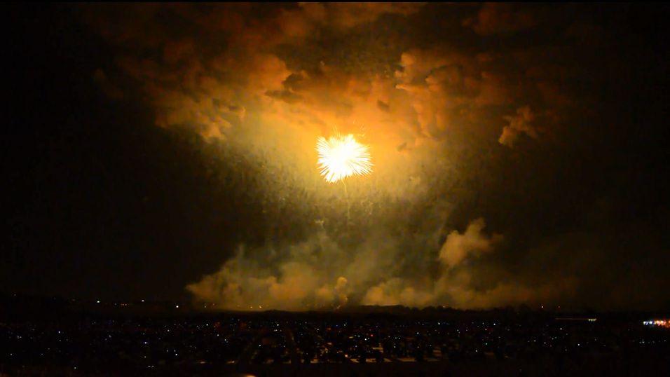 Se et 800 meter stort fyrverkeri lyse opp himmelen