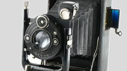 Denne nettsiden inneholder informasjon om over 10 000 gamle kameraer