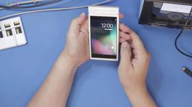 Telefonen skal kjøre helt ren Android, og ser i og for seg ikke så forskjellig ut fra andre mobiler rett forfra.