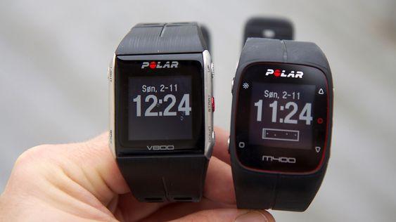 """Polar M400 (til høyre) har mange likheter med Polar V800, men produsenten har lagt mer vekt på funksjoner """"for folk flest"""". Som at den konstant viser hvor aktiv du har vært i løpet av dagen, og varsler deg når du er inaktiv for lenge."""