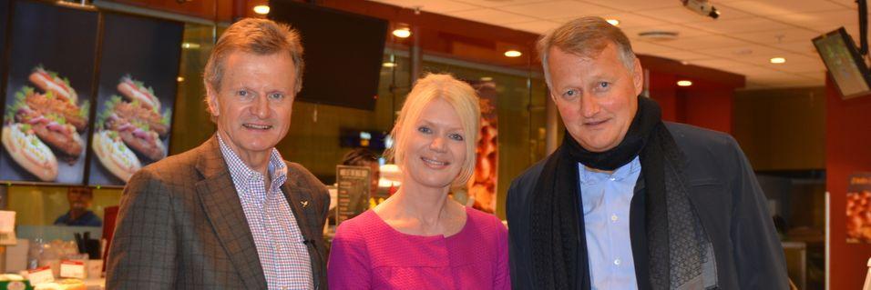 Jon Fredrik Baksaas, Kristin Idebøen i Sparebank1 og DNB-sjef Rune Bjerke under lanseringen av kontaktløs betaling via mobiltelefonen.