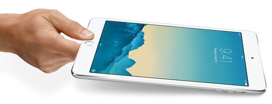 ENDRET MED IPAD I 2010: Da Steve Jobs avduket iPad i 2010, forandret Apple tidspunktet fra 9:42 til 9:41. Den lille justeringen har ingen åpenbar forklaring.