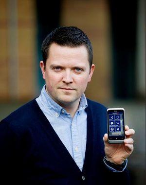 Mobilbanksjef Baard Slaattelid, SpareBank 1-alliansen forteller at flertallet av de som bruker nettbanken deres gjør det fra mobilen.