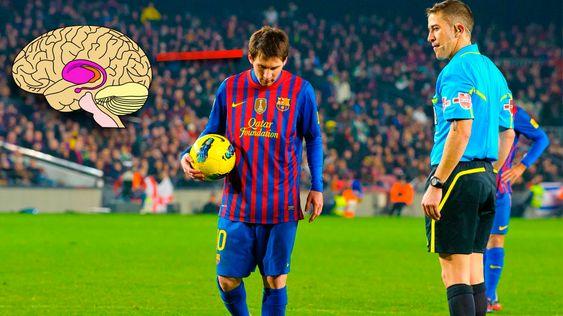 Ytre stratium aktiveres når Barcelona-spiller Lionel Messi skal ta straffespark.