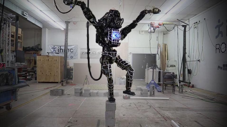 Se roboten Atlas leke Karate Kid