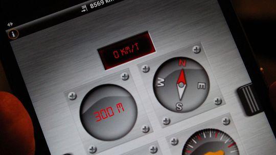 Med Garmins navigasjonsløsning kan du blant sjekke hvor mye bilen krenger når du kjører i terrenget.
