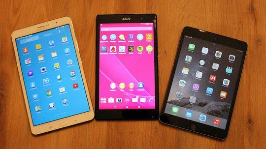 Sony Xperia Z3 Tablet Compact slår ikke sine argeste konkurrenter på alle områder, men er det eneste av disse tre som er vanntett. (Samsung Galaxy Tab S 8.4, Sony Xperia Z3 Tablet Compact, og Apple iPad Mini 2) .