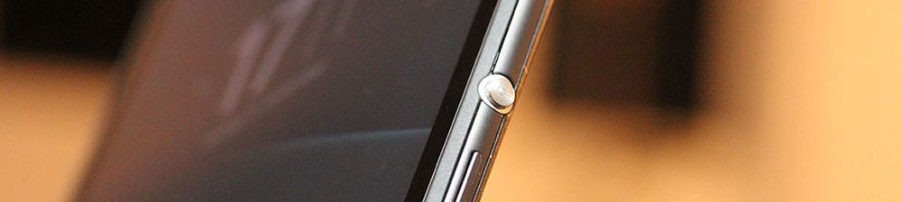 Sølvtasten som tenner eller slukker skjermen er med i denne generasjonen også.