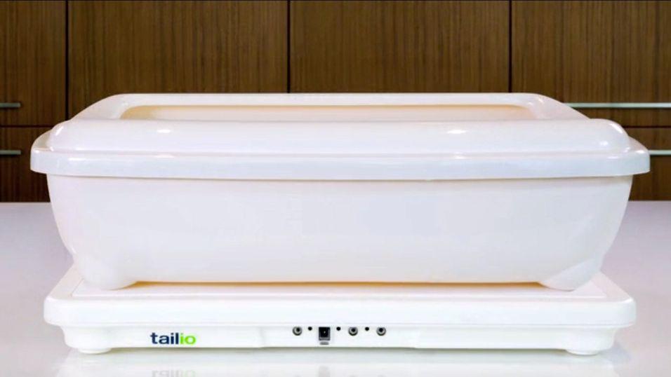 Slik ser Tailio ut med en kattekasse oppå. Selve produktet er kun flaten kassen står på, ikke kassen i seg selv.