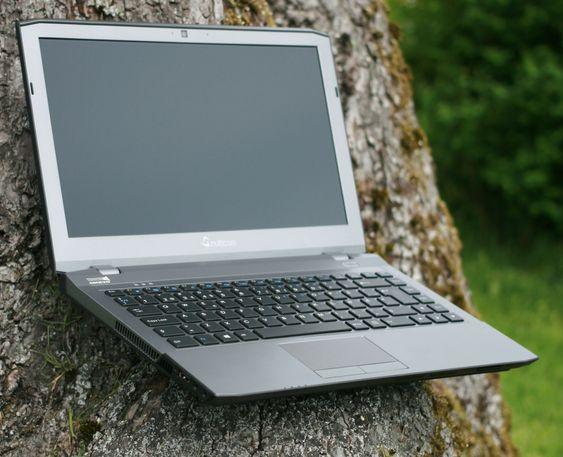 Multicom W230S gir deg mye kraft for pengene, men leveres uten operativsystem. Dette kan kjøpes ved siden av.