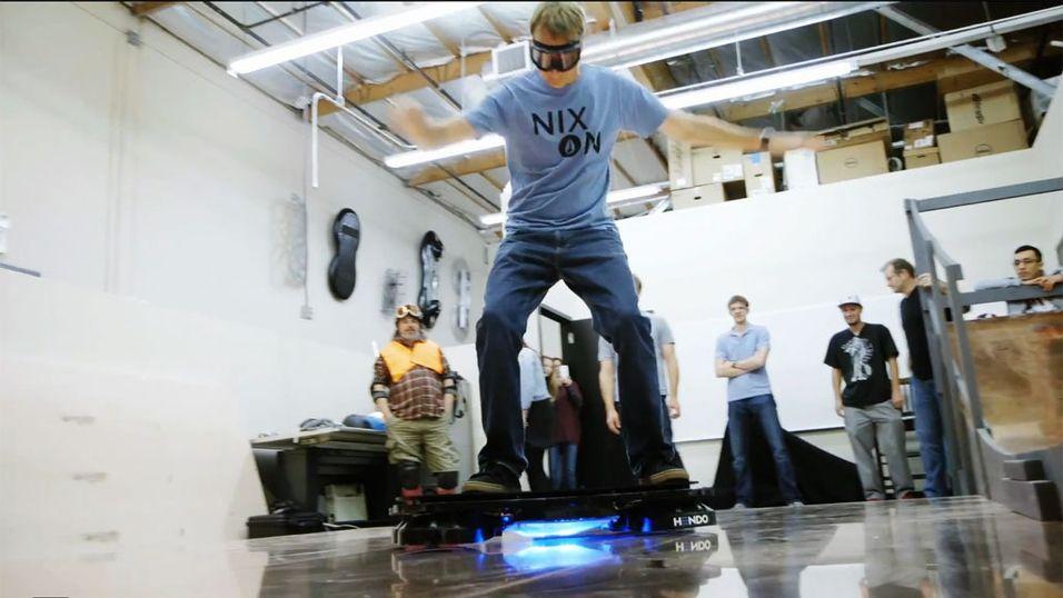 Se Tony Hawk teste et ekte hoverboard