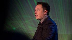 Elon Musk i Tesla.