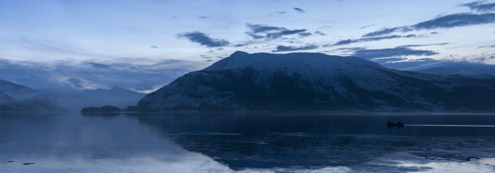Desember er en eneste lang blå time på Helgeland.