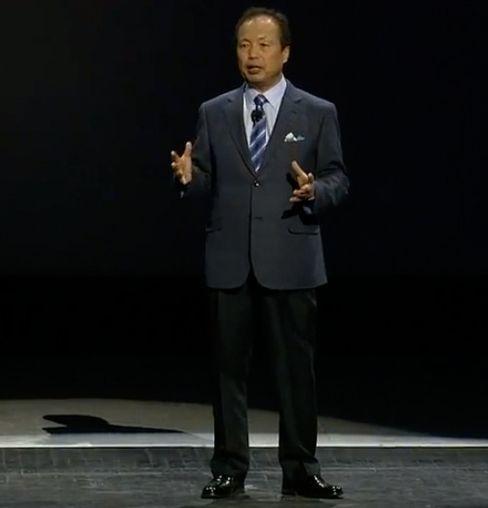 JK Shin leder Samsungs mobilsatsing. Nå vil ryktene ha det til at det går mot rokeringer i toppledelsen. (Foto: Espen Irwing Swang, Tek.no).