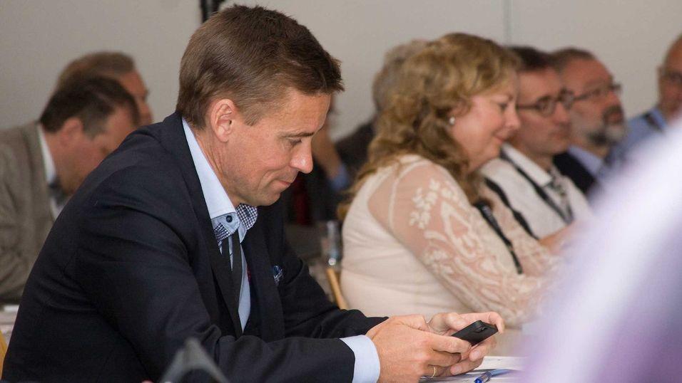 Hvordan skal Konkurransetilsynet vurdere Netcom-sjef August Baumanns kjøp av Tele2? Som i Sveits, der tre operatører ble to, eller som Østerrike, der fire operatører ble tre.