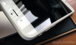 Dette bildet fra Apple Insider viser riper i en iPhone 6-skjerm.
