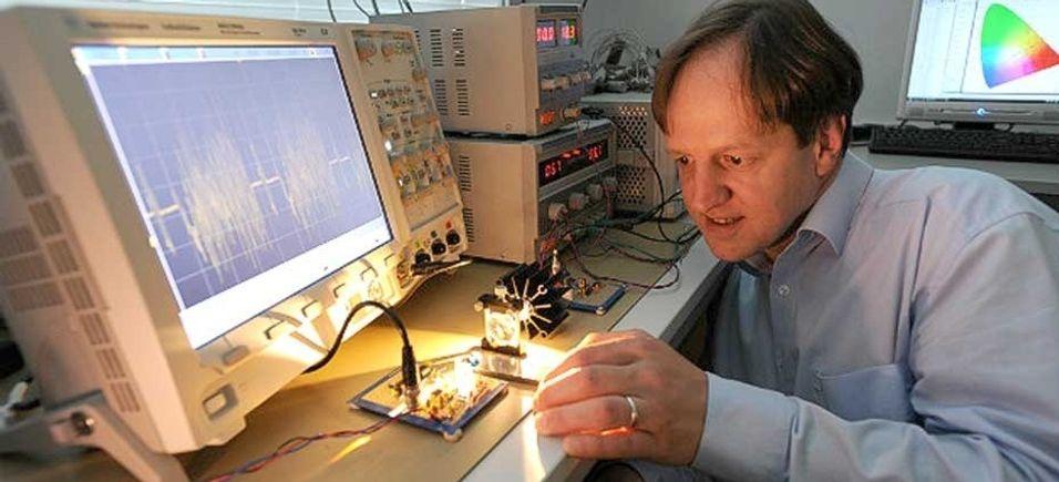 Professor Harald Haas ved Edinburg University står bak selskapet PureLiFi, som utvikler kommunikasjon basert på led-lys.