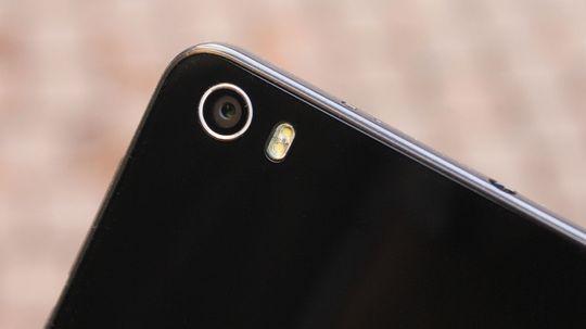 Kameraet er det Sony som har utviklet. Det tar greie bilder også i svak belysning. Honor 6 har også fotolys.