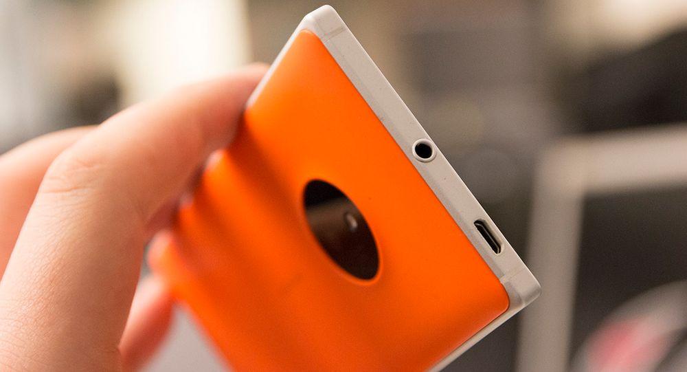 Vi liker hodetelefonutgangen på Lumia 830 svært godt. Det er ikke ofte vi hører så god lyd fra mobiltelefoner.