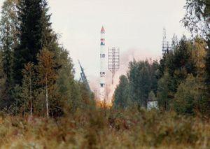 """ANTISATELITTVÅPEN: Våpenprosjektet """"Istrebitel Sputnik"""" ble utviklet for å ha evnen til å skyte ned satellitter i bane rundt jorden. IS-satelliter skulle skytes opp med Tsyklon-raketter. På bildet ser vi en værsatellitt bli skutt opp fra Plesetsk i august 1991."""