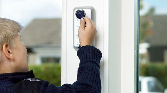 En digital lås kan låses opp med NFC-nøkkelen eller via en app.