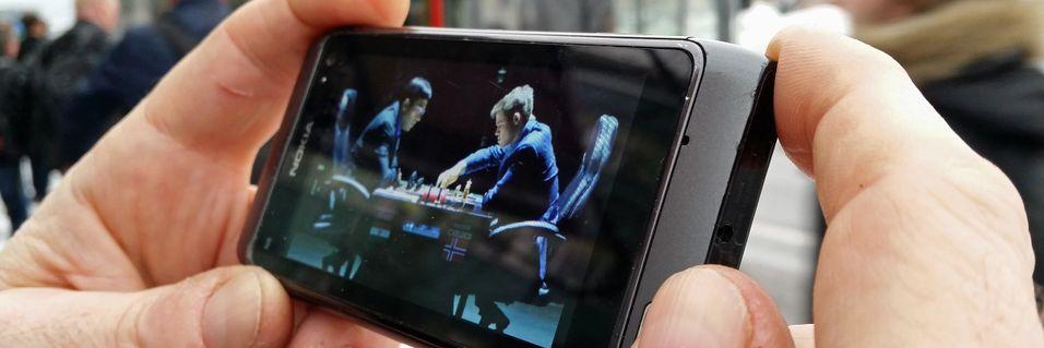 Magnus Carlsens bataljer mot Viswanathan Anand kunne følges på mobilen.