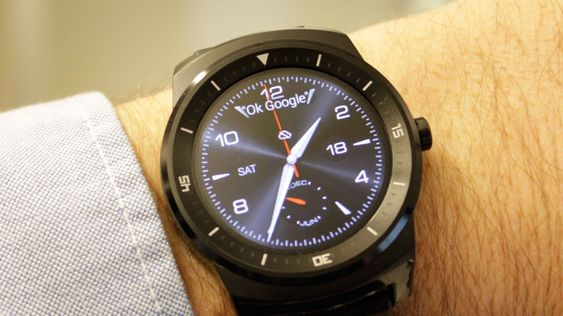 LG G Watch R kjører Android Wear-operativsystemet. .