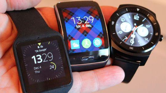 Sonys Smartwatch 3, Samsung Gear S og LG G Watch R. Sistnevnte er unektelig den eneste som til forveksling er lik en vanlig klokke.