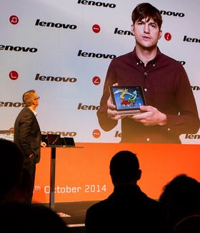 Ashton Kutcher presenterte Lenovos nye Yoga-nettbrett i London tildigere i år.