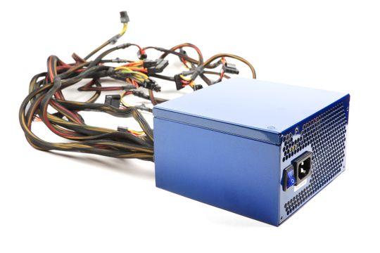 En vanlig ATX-strømforsyning.