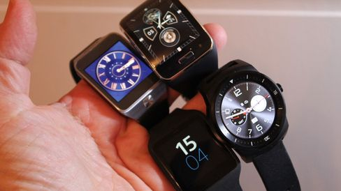 Her er Sony Smartwatch 4 og de tre hissigste konkurrentene.