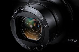 Canon G7 X har et lyssterkt objektiv med blender 1.8-2.8, og en brennvidde som tilsvarer 24-100mm i fullformat.