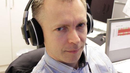 Redaktør Kurt Lekanger kledelig antrukket med Sennheiser Urbaite XL.