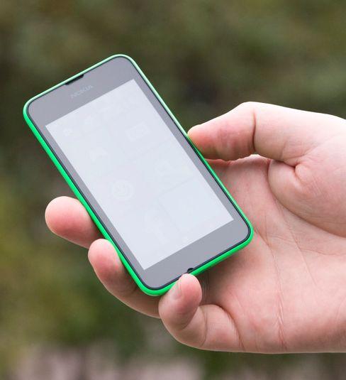 Kjøper du mobiltelefon i de aller laveste prisklassene ender du ofte opp med en LCD TN-basert skjerm. Disse skjermene er ofte betydelig dårligere enn sine TN-slektninger på skrivepulten.