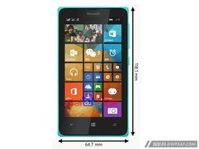 Slik ser Lumia 435 ut. Målene står ved siden av selve enheten.