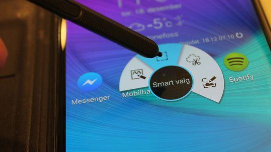 Skjermpennen åpner for en rekke smarte funksjoner du betjener med den medfølgende S-Pen-en.