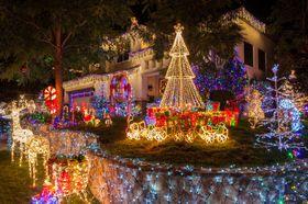 Amerikanerne er muligens et hakk mer begeistret for julelys enn europeere. Dette bildet er tatt i det sørlige California, som var ett av områdene NASA undersøkte.