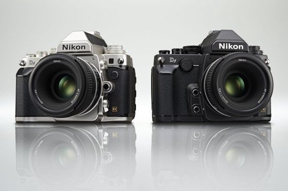Nikon Df er tilgjengelig i både svart og sølv.