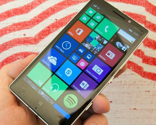 Teknologiinteresserte venter spent på hvordan Windows 10 vil ta seg ut på telefoner. Ryktene vil ha det til at vi ikke får se den nye Windows-versjonen på telefoner før sent i januar. Men, Microsoft er også til stede på CES.