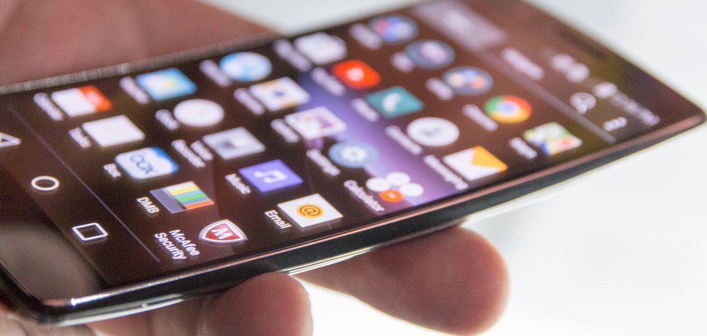 G Flex 2 har, som sin forgjenger, en liten kurve i skjermglasset, som blant annet skal gjøre den bedre å snakke i.