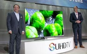 Mange kurvede TV-er er dyre saker. Dette er Samsungs nye toppmodell JS9500 på 88 tommer.