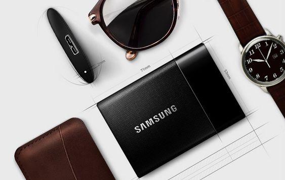 På Samsungs nettside presenterer de harddisken som trendy, slik at du ikke skal være redd for å ta den med deg når du viser frem portfolioen din.