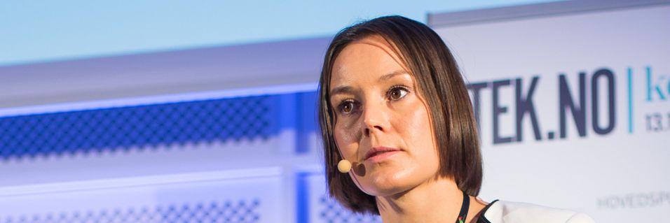 Daglig leder Nina Kristin Vesterby i Homenet vurderer Telenor fibertilbud, men håper prisene blir justert ned fra det nivået de har fått presentert.