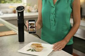 Anova Precision Cooker ser ut som en lang stang, og har en medfølgende app. Stangen kan forøvrig demonteres, slik at det blir mulig å vaske maskinen.