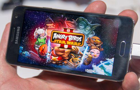 Angry Birds i Star Wars-utgave følger med på telefonene.